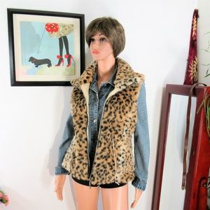 HP! NEW! Vivid Golden Leopard Faux Fur Zip Vest